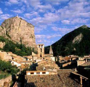 Castellane, village provençal au pied du Roc