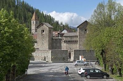 Colmars-les-Alpes et son mur d'enceinte