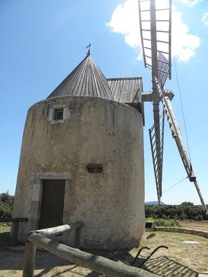 Un des moulins à vent de Régusse