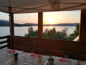 Restaurant au bord du lac de Sainte Croix