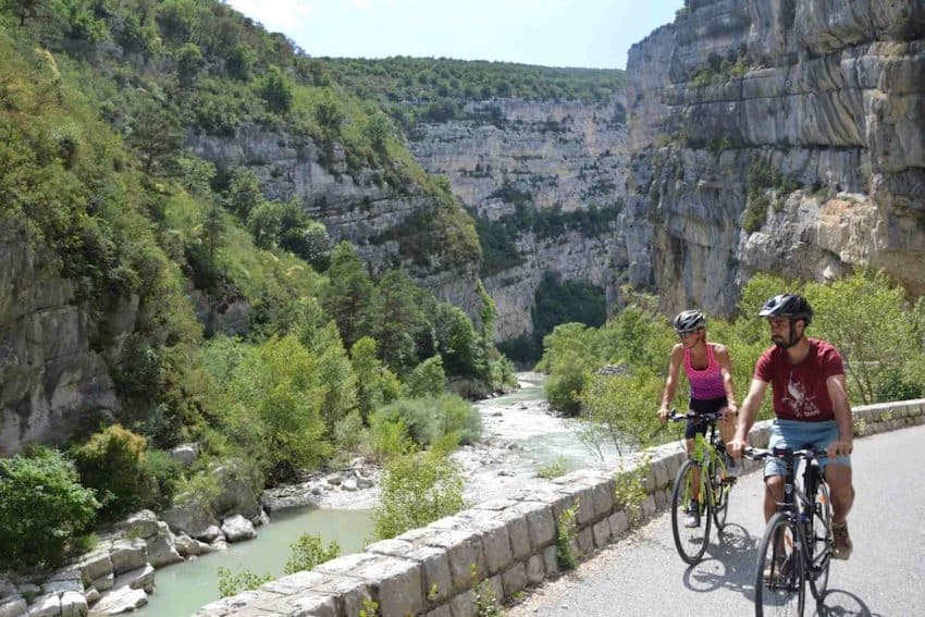 explore the gorges of Verdon by bike